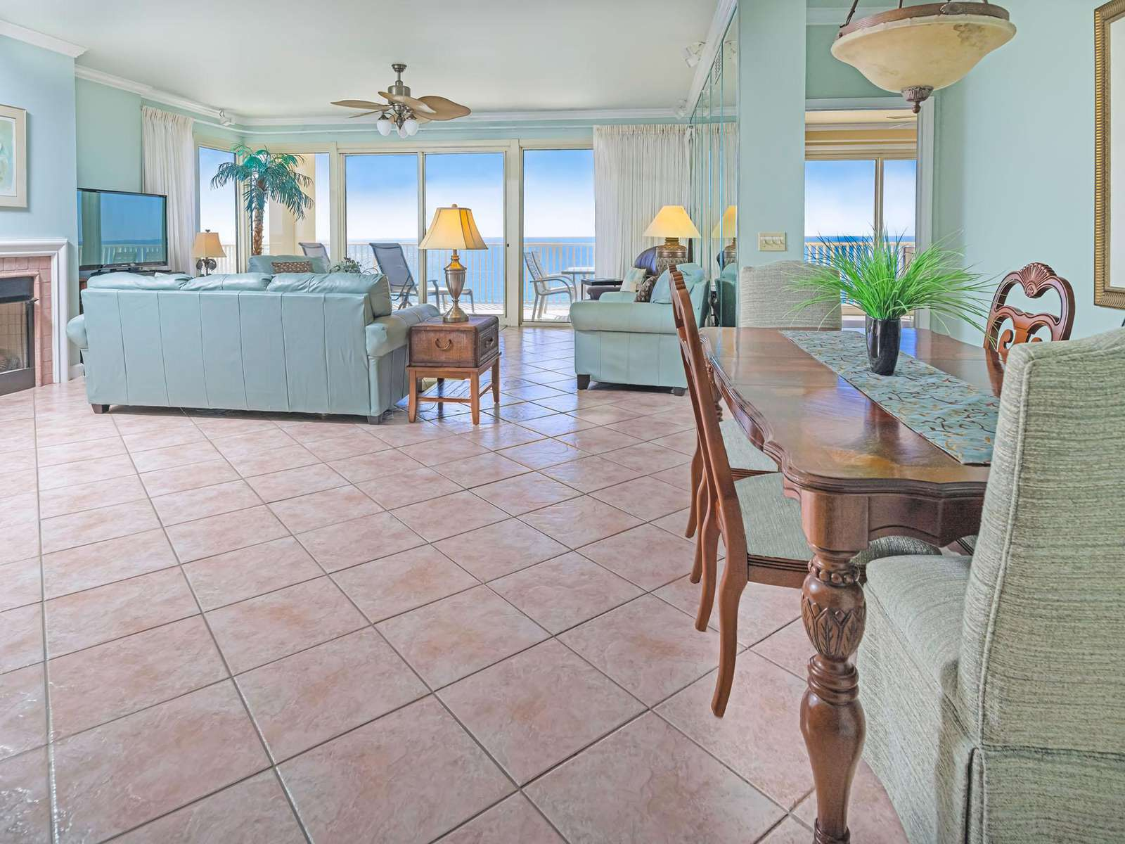 Open living concept in living/dining areas!