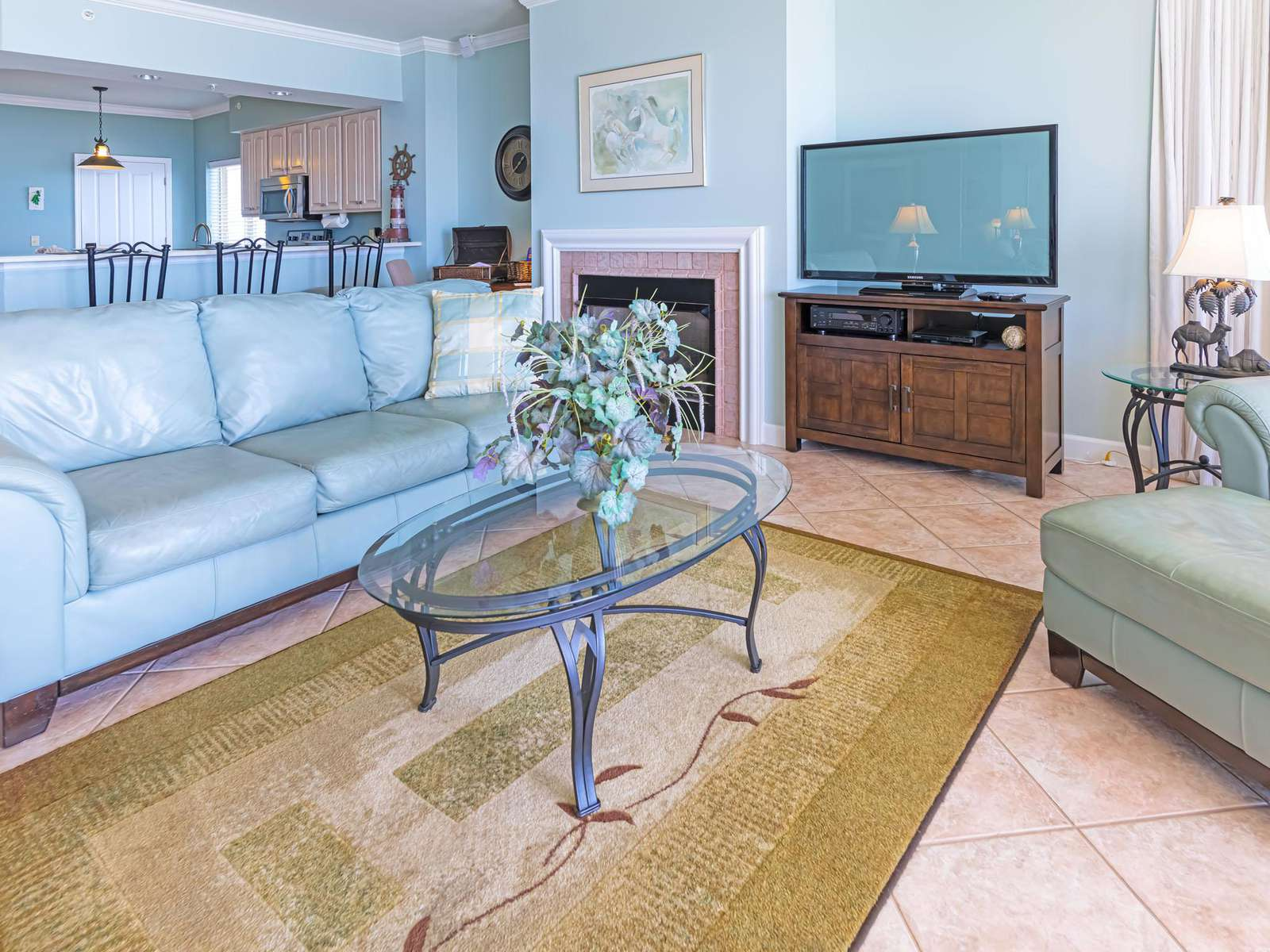 Comfy furnishings and amenities throughout!