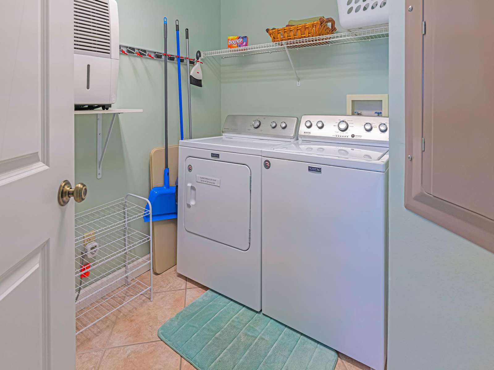 Full size washer/dryer available for your use!