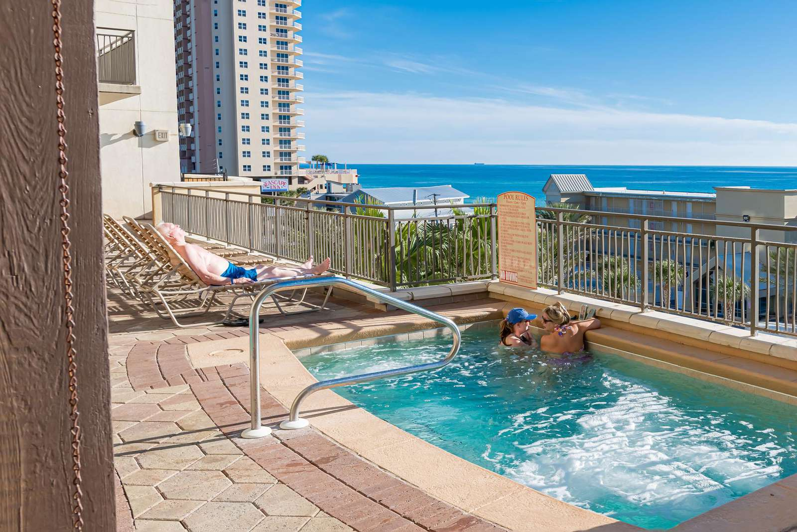 Nice size hot tub overlooking the Gulf!