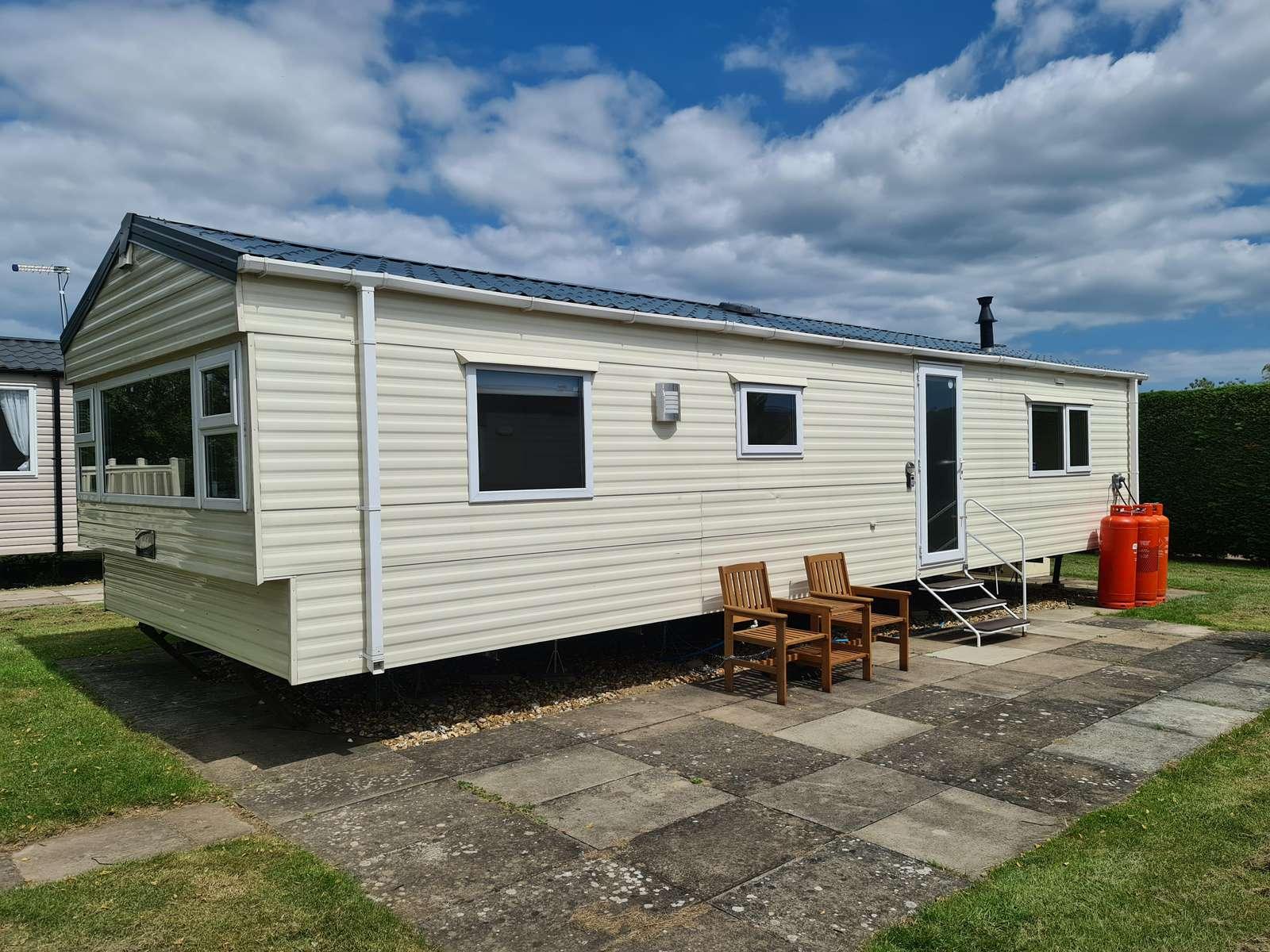 33010ML – Maple Lake area, 2 bed, 6 berth caravan near amenities. Diamond rated. - property