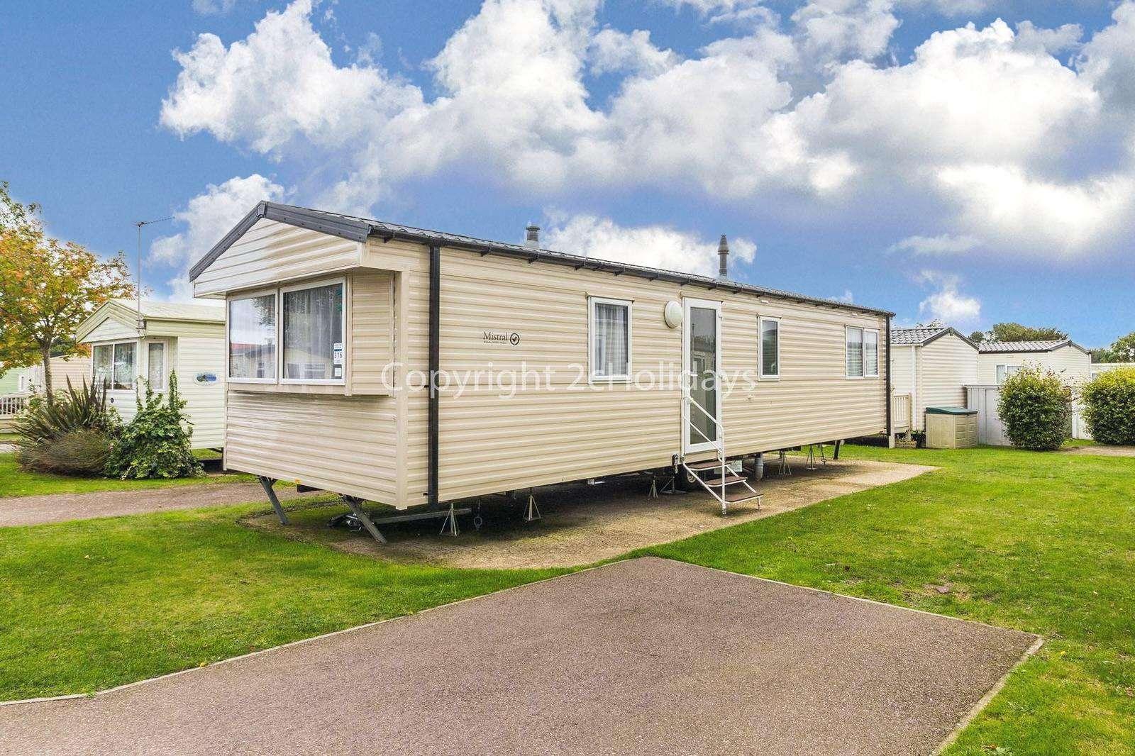 Superb caravan, only a short drive to beautiful Gorleston beach! - property