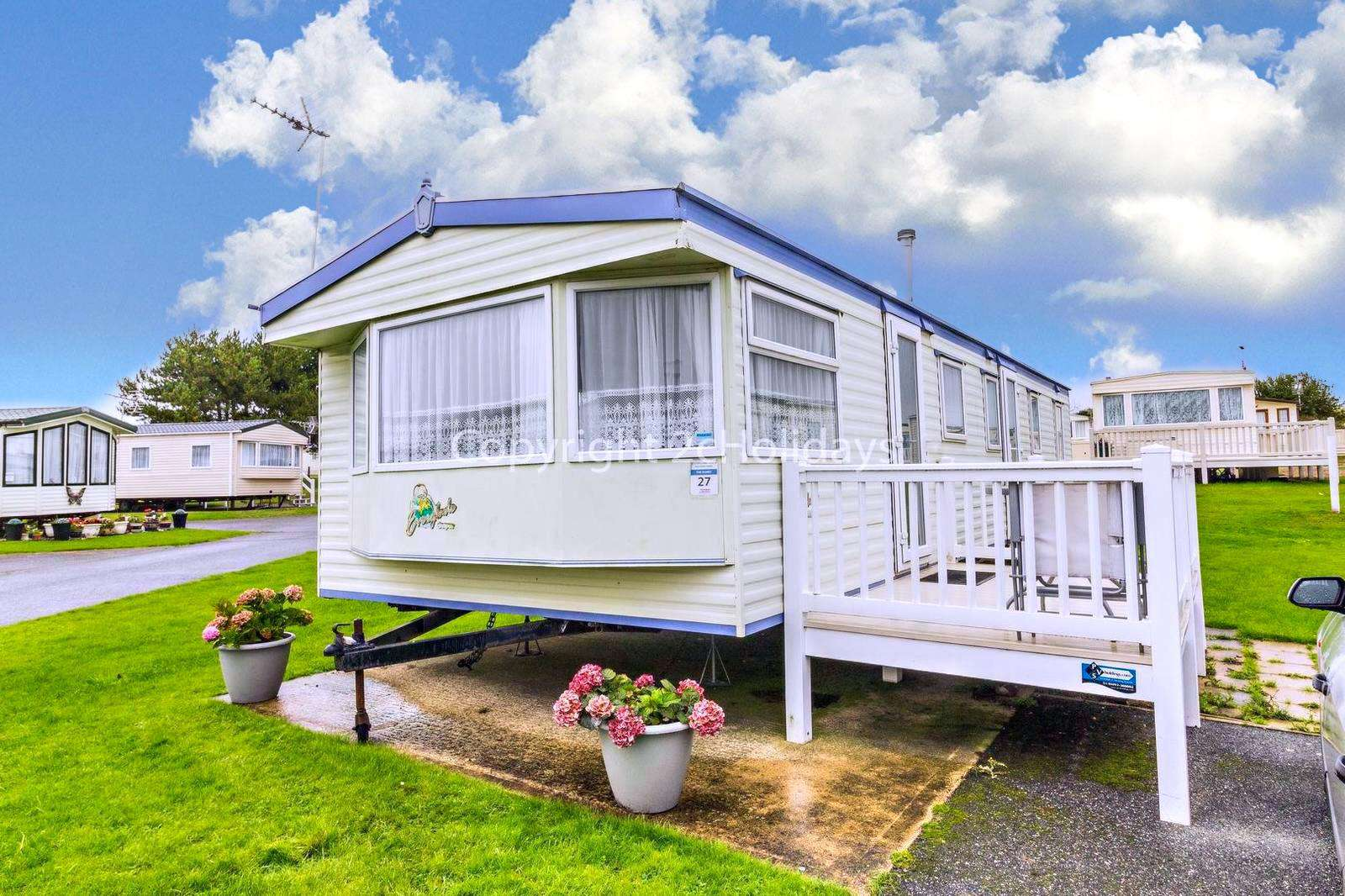 Great accommodation in an excellent location, only a short walk from the gorgeous beach!