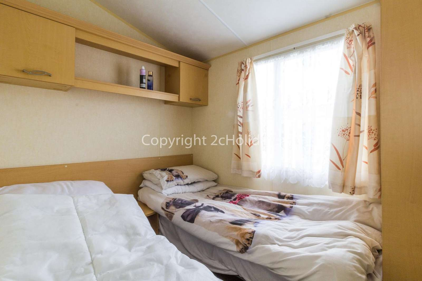 There's plenty of storage in this cosy twin bedroom!