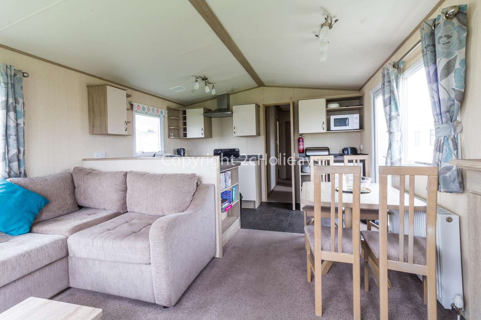 Spacious and open plan lounge, kitchen/dining area
