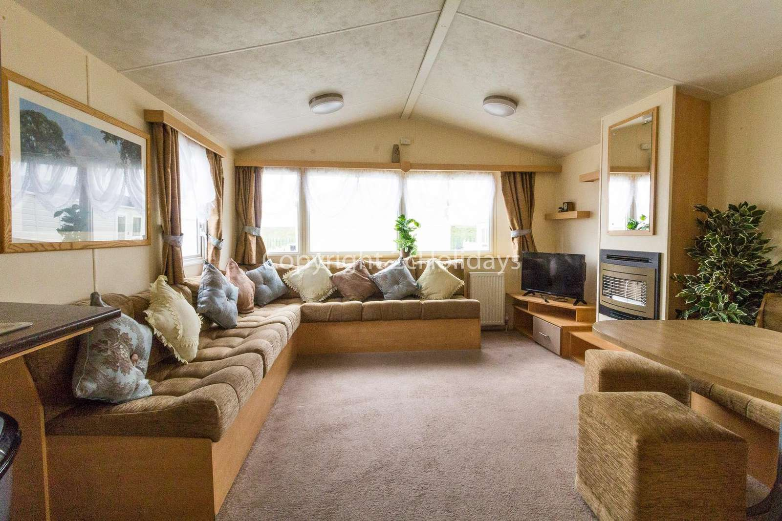 Spacious lounge, perfect for families!