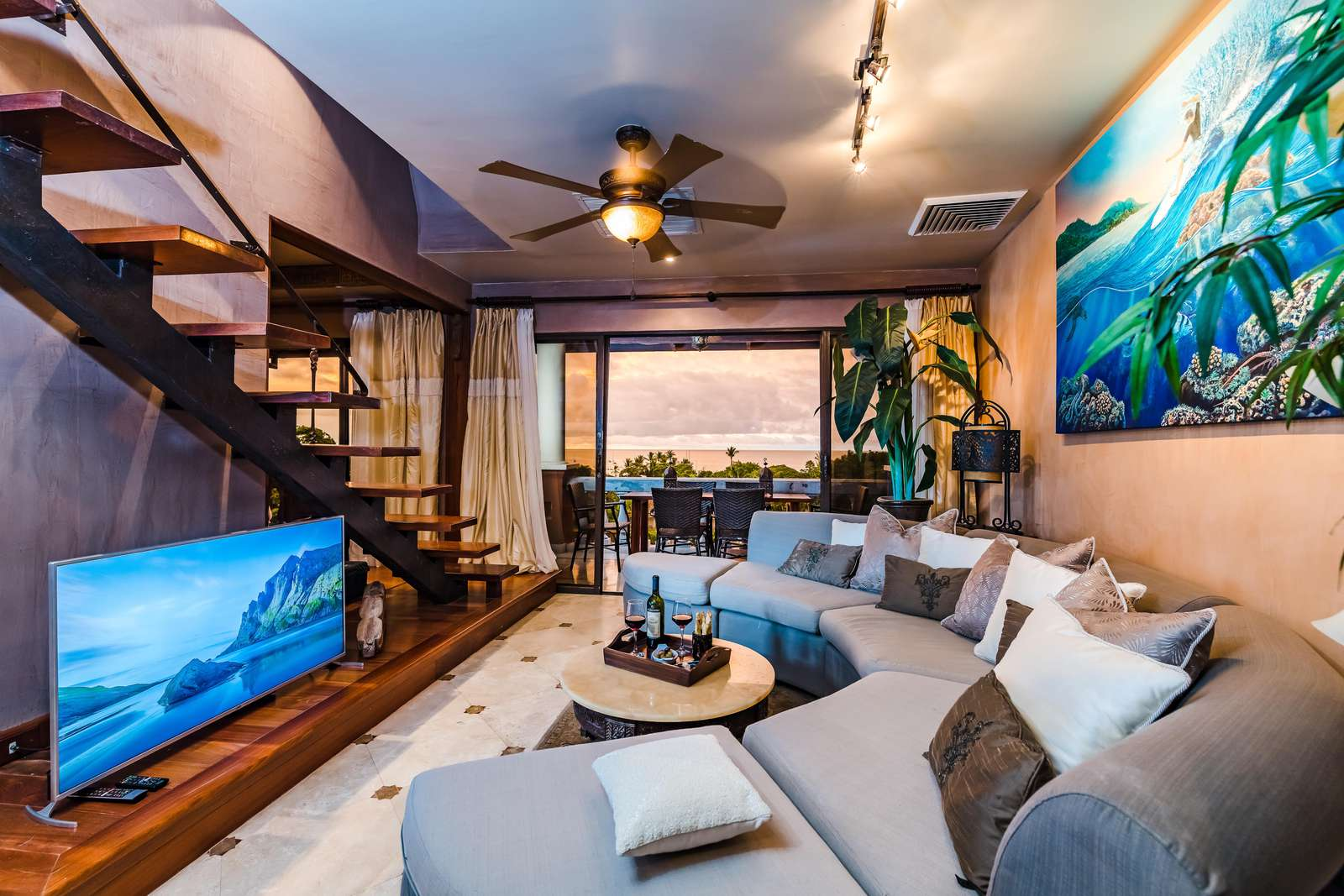 Custom sectional sofa, smart TV, access to balcony and amazing ocean views