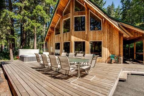 Jordan Lodge: Rivers edge with Hot Tub!