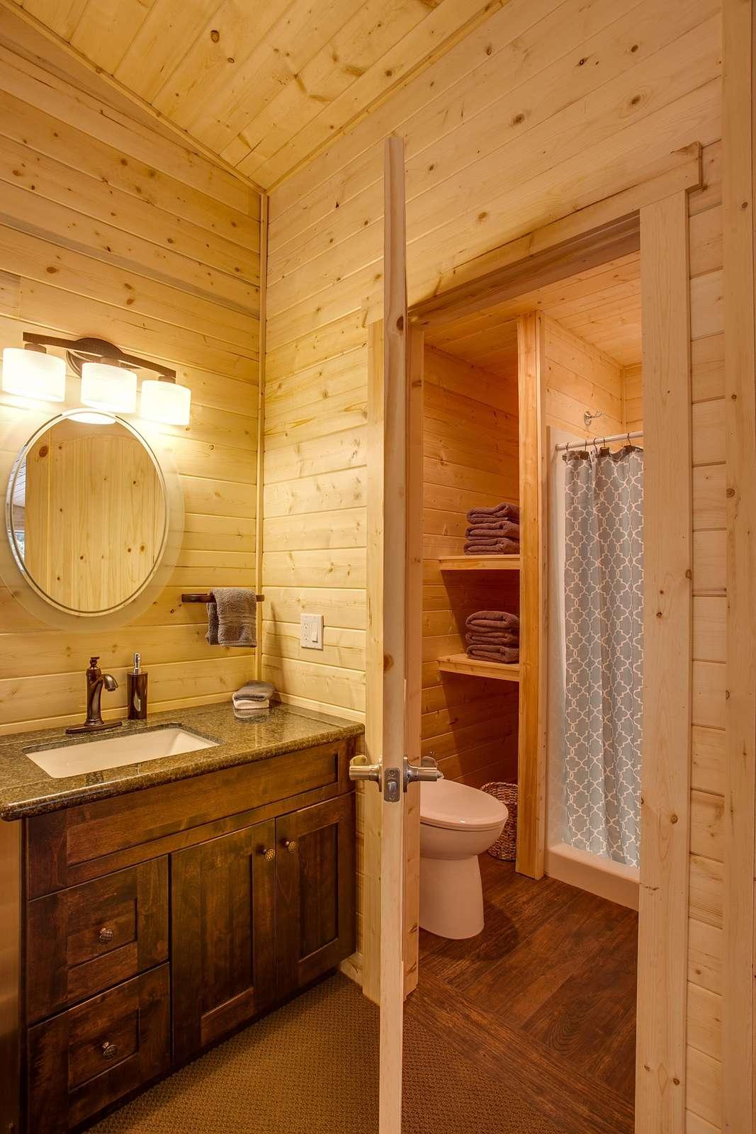Bathroom 4: Upstairs