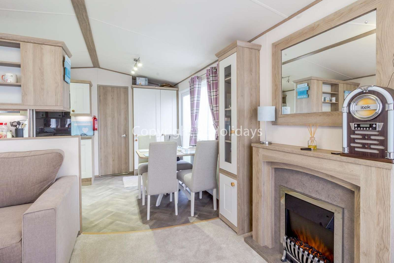 Open plan living/dining area, ideal for families