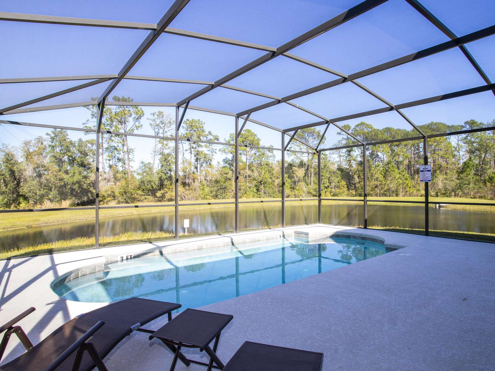 Private Pool with pond view (Can be heated)/ Face East - property