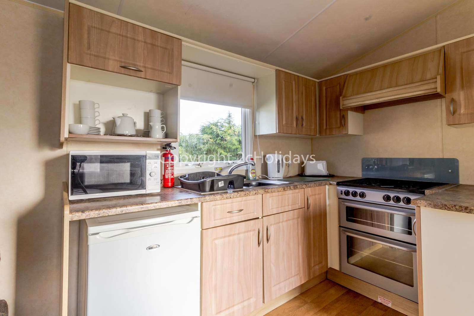 Includes a full size cooker great for self-catering Holidays!