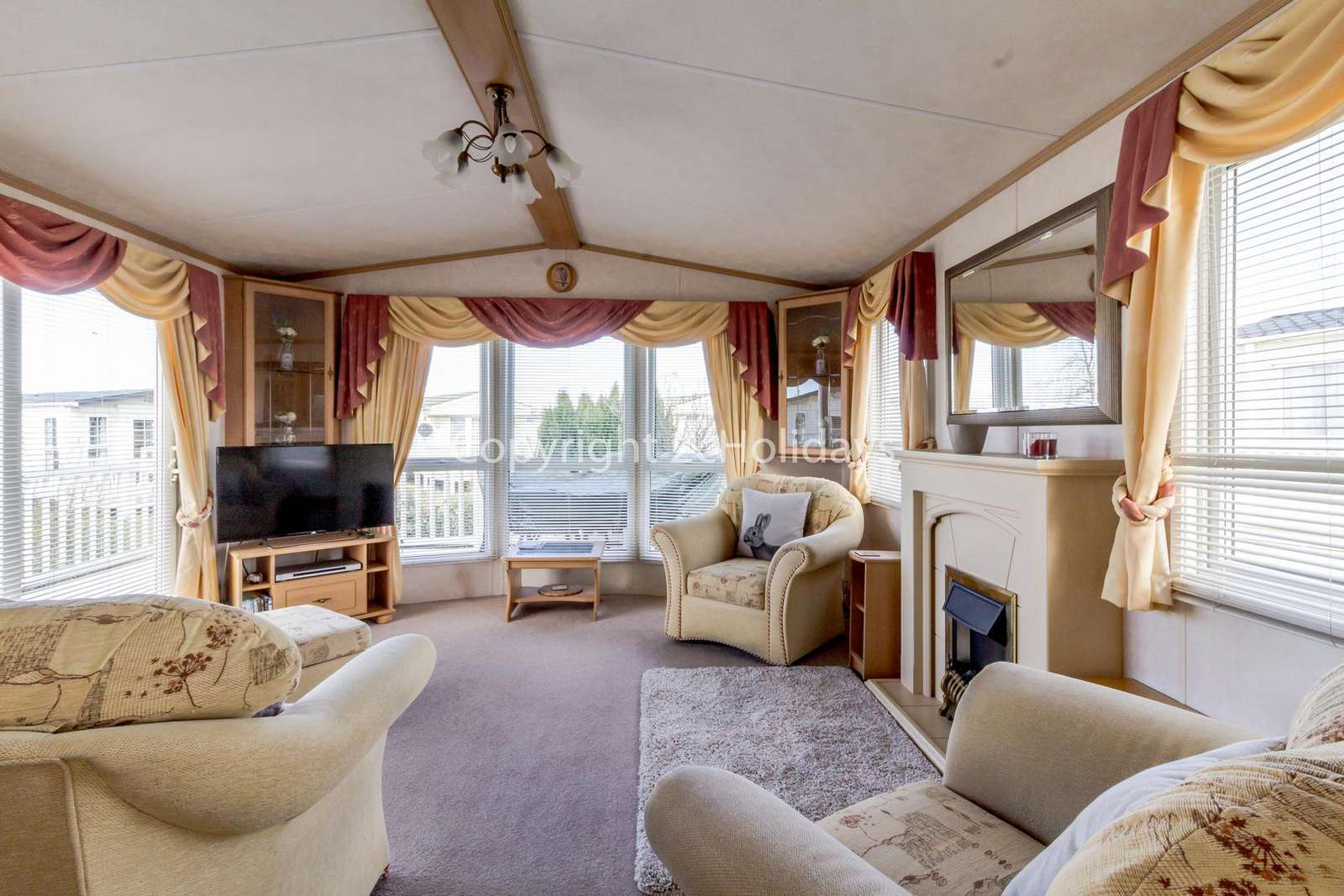 Cosy living area with plenty space for you and your friends or family!
