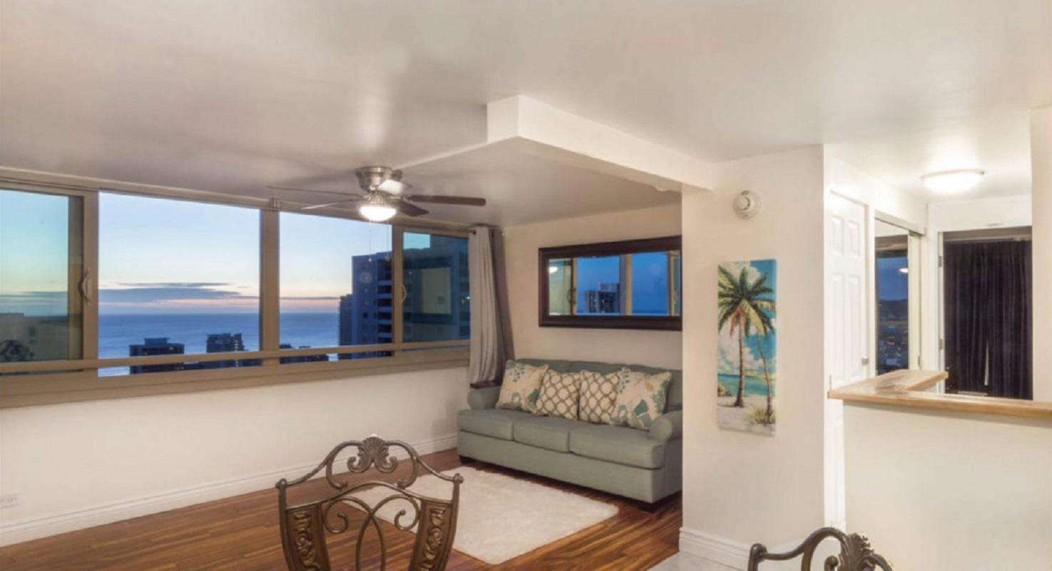 40th Floor 1BR Condo W/Modern Comforts and Enchanting Views