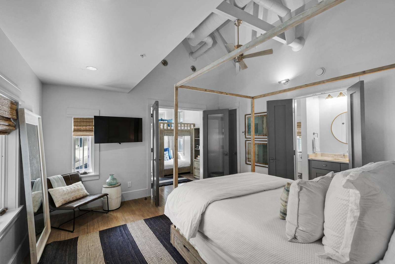 Queen bedroom w/adjoining bath shared with bunk area