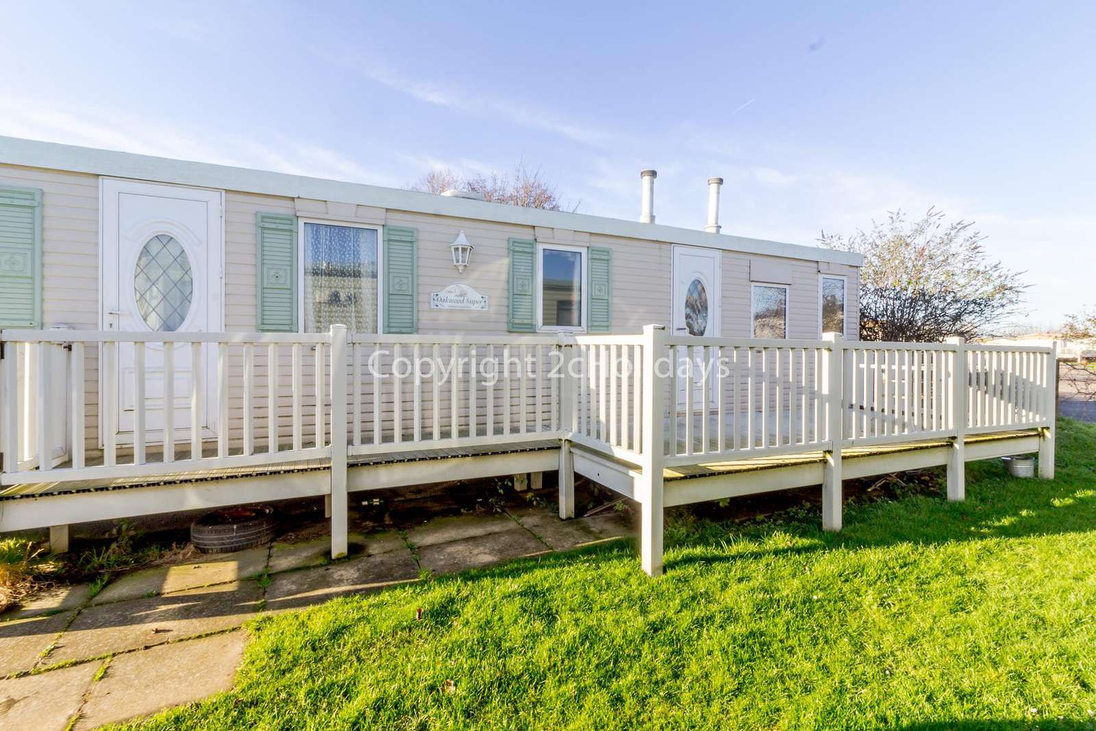 Great 6 berth mobile home on a brilliant holiday park - property