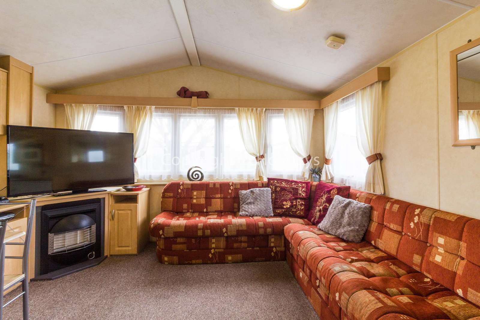 Cosy and homely lounge, ideal for families with a TV and electric fire! - property