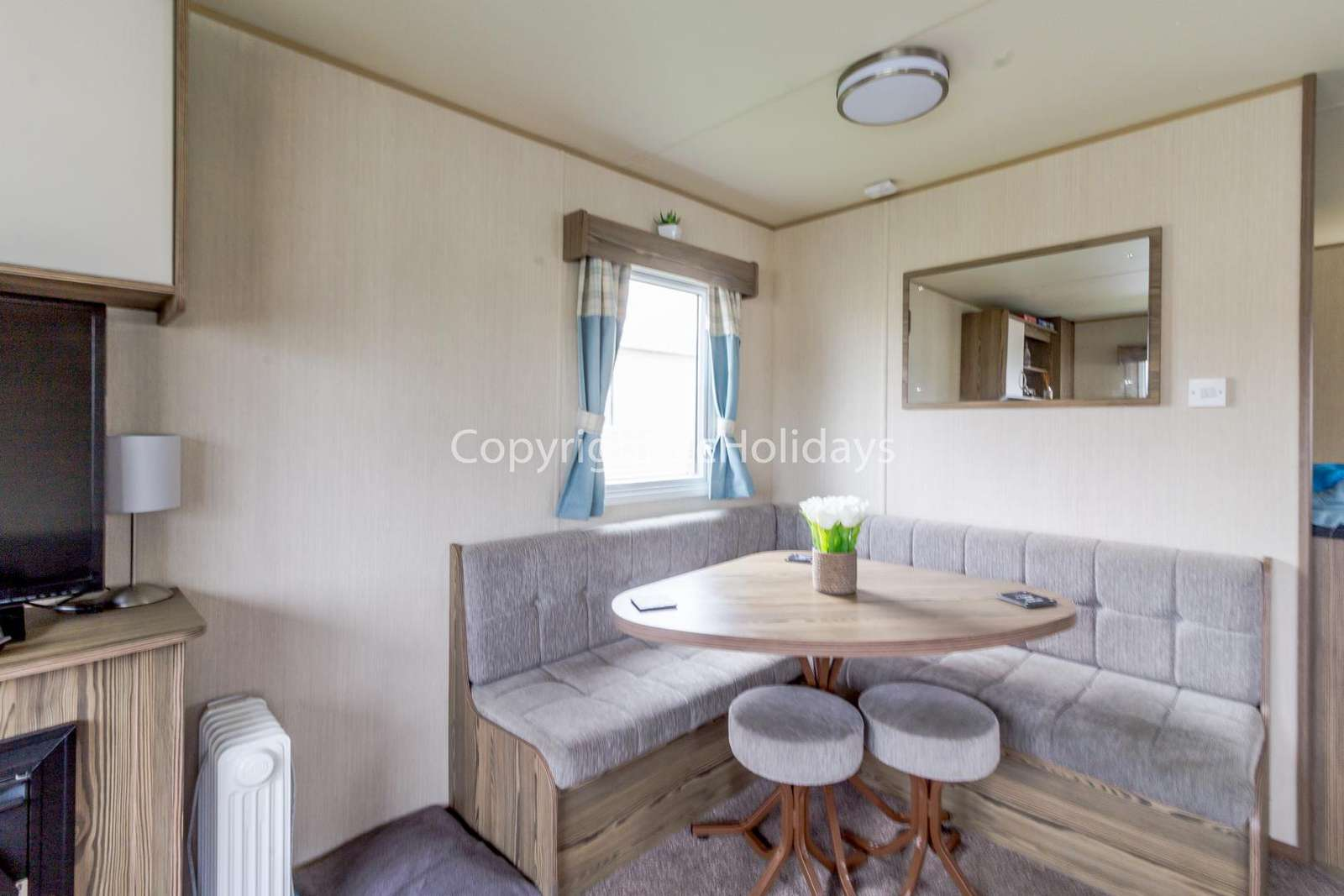 Great dining area, ideal for self-catering holidays!