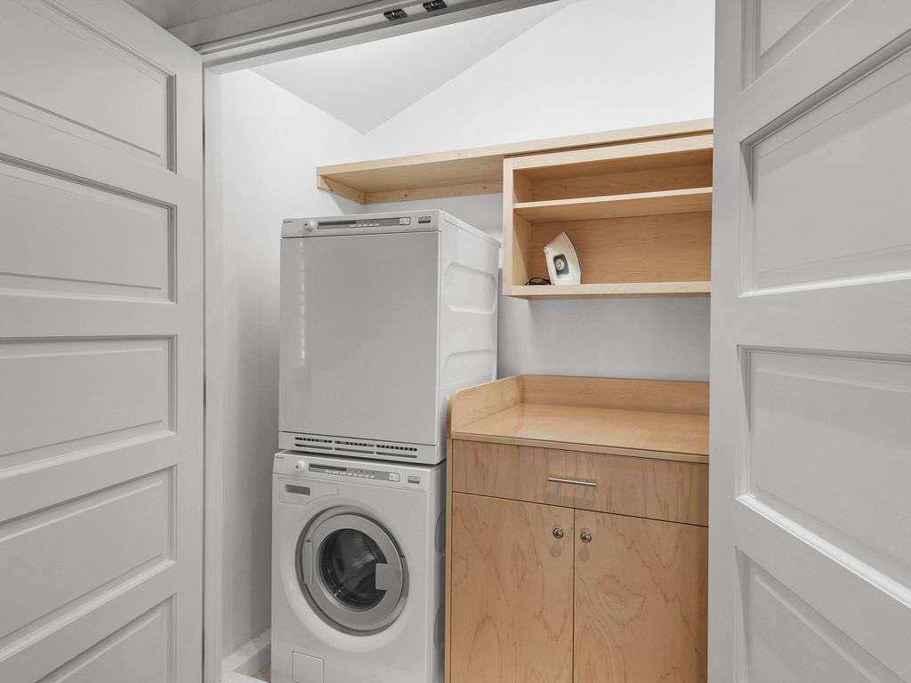 Washer/Dryer on second floor