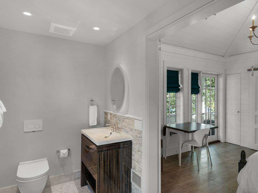 Ensuite to carriage house