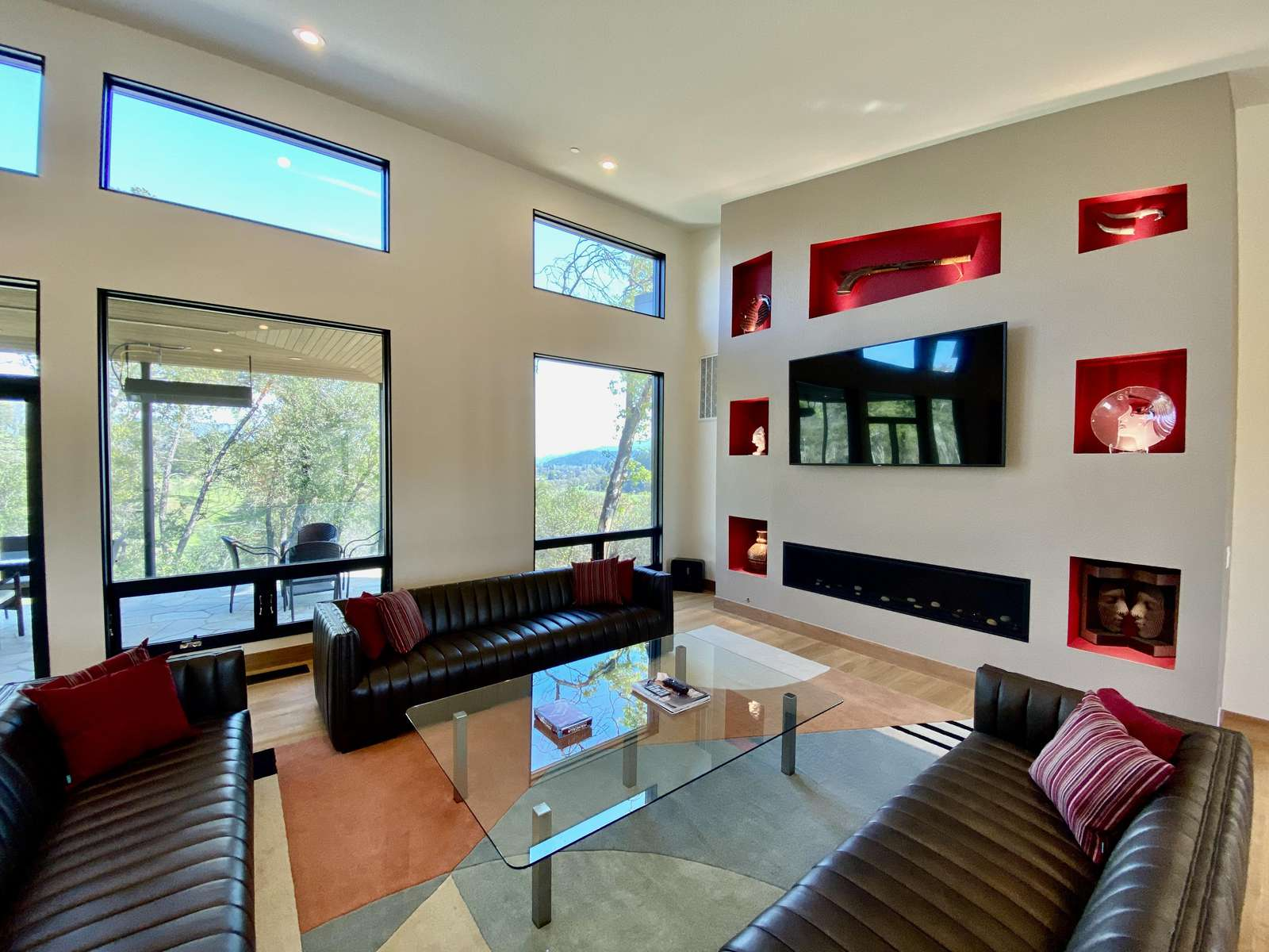Large main living room with fireplace and vineyard views - property