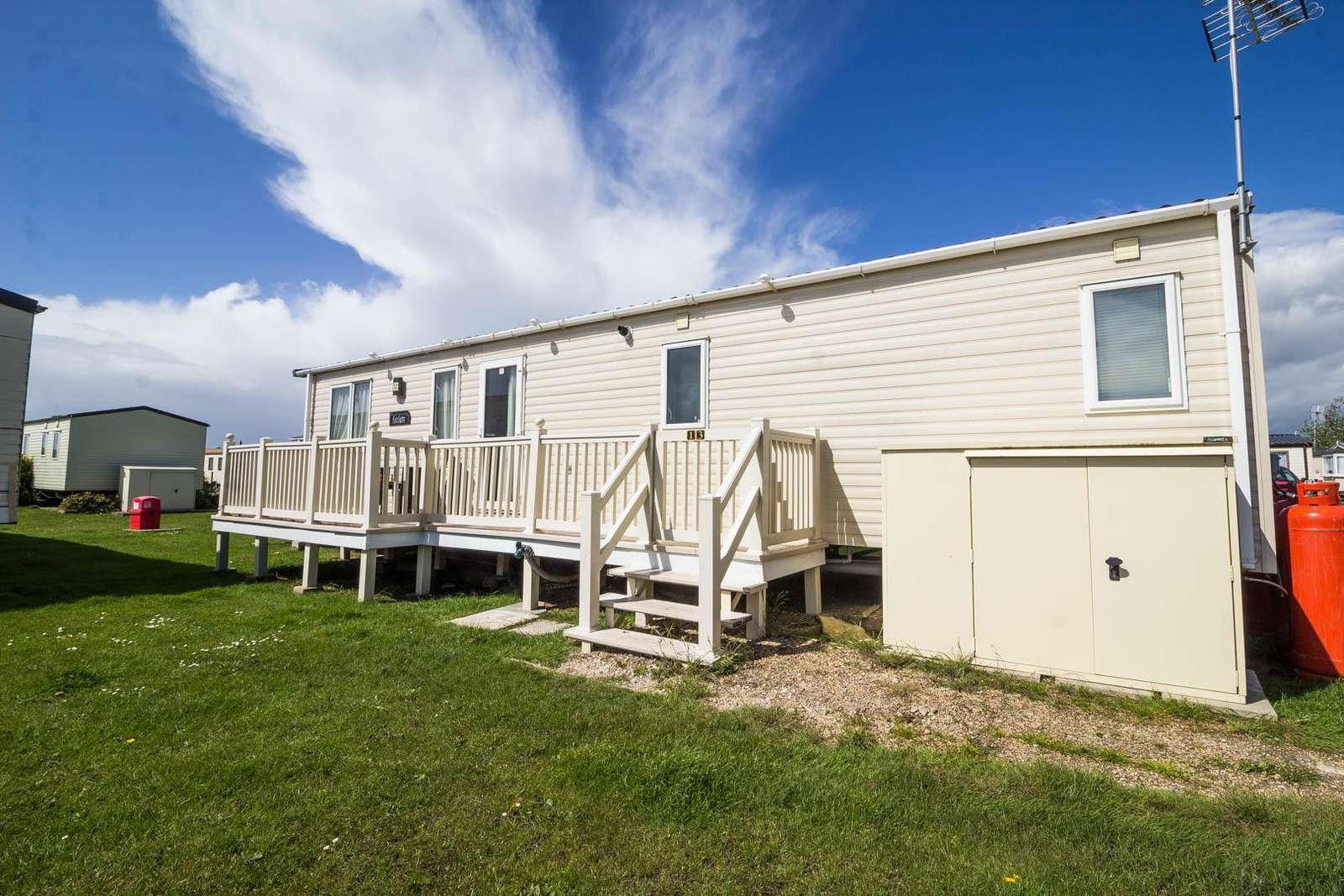 28013FI – Flatford Island area, 3 bed, 8 berth caravan with D/G & C/H. Diamond-Plus rated. - property