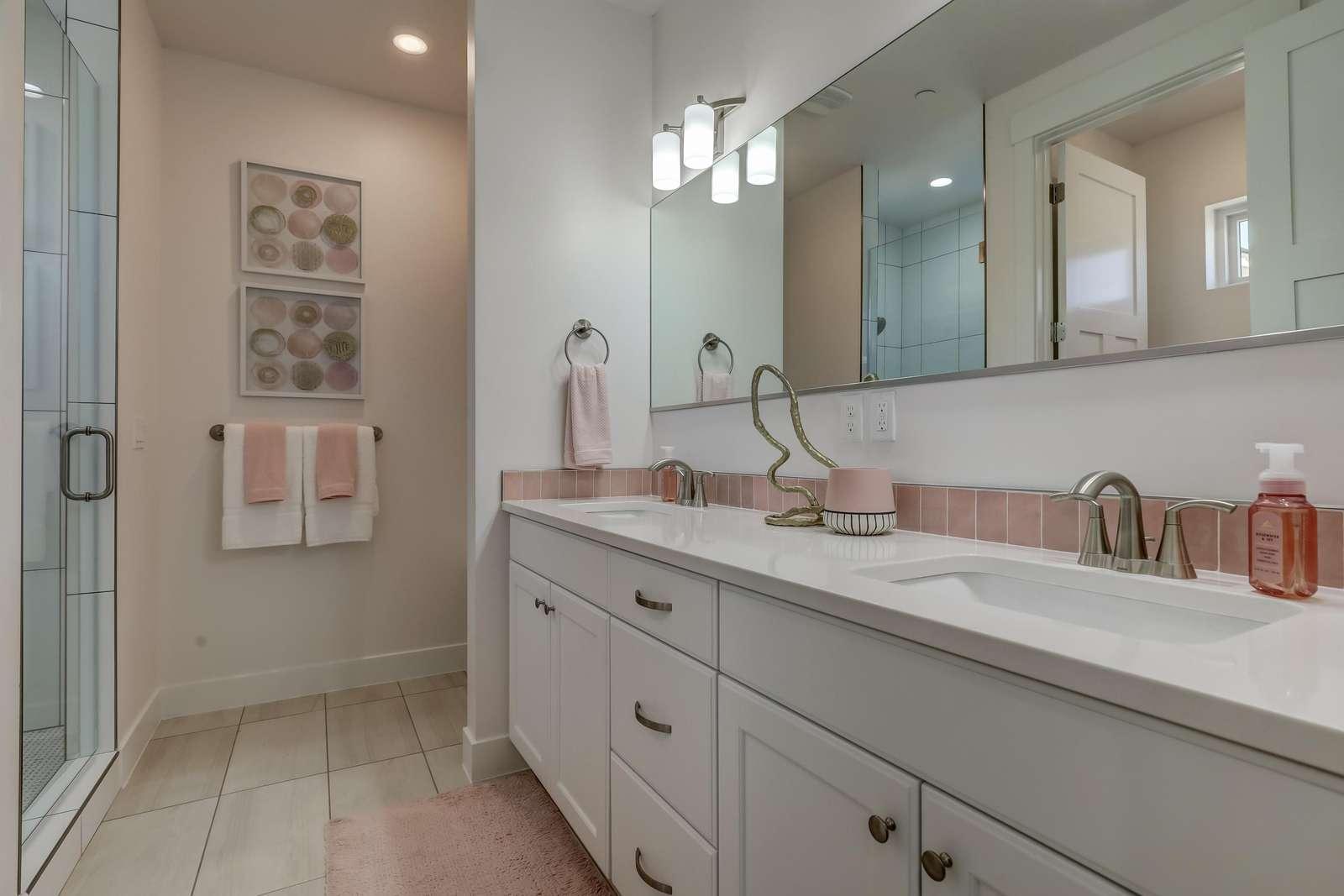 Pink Circles bath