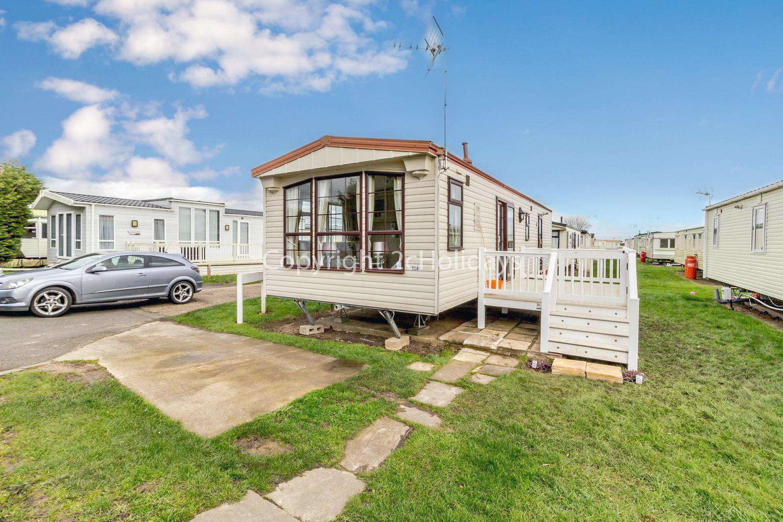 Great caravan on a fabulous family holiday park with fantastic amenities - property