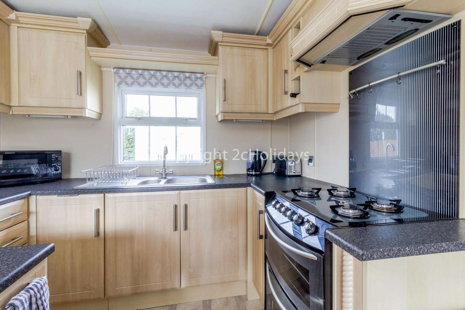 This kitchen includes a full size oven/hob!
