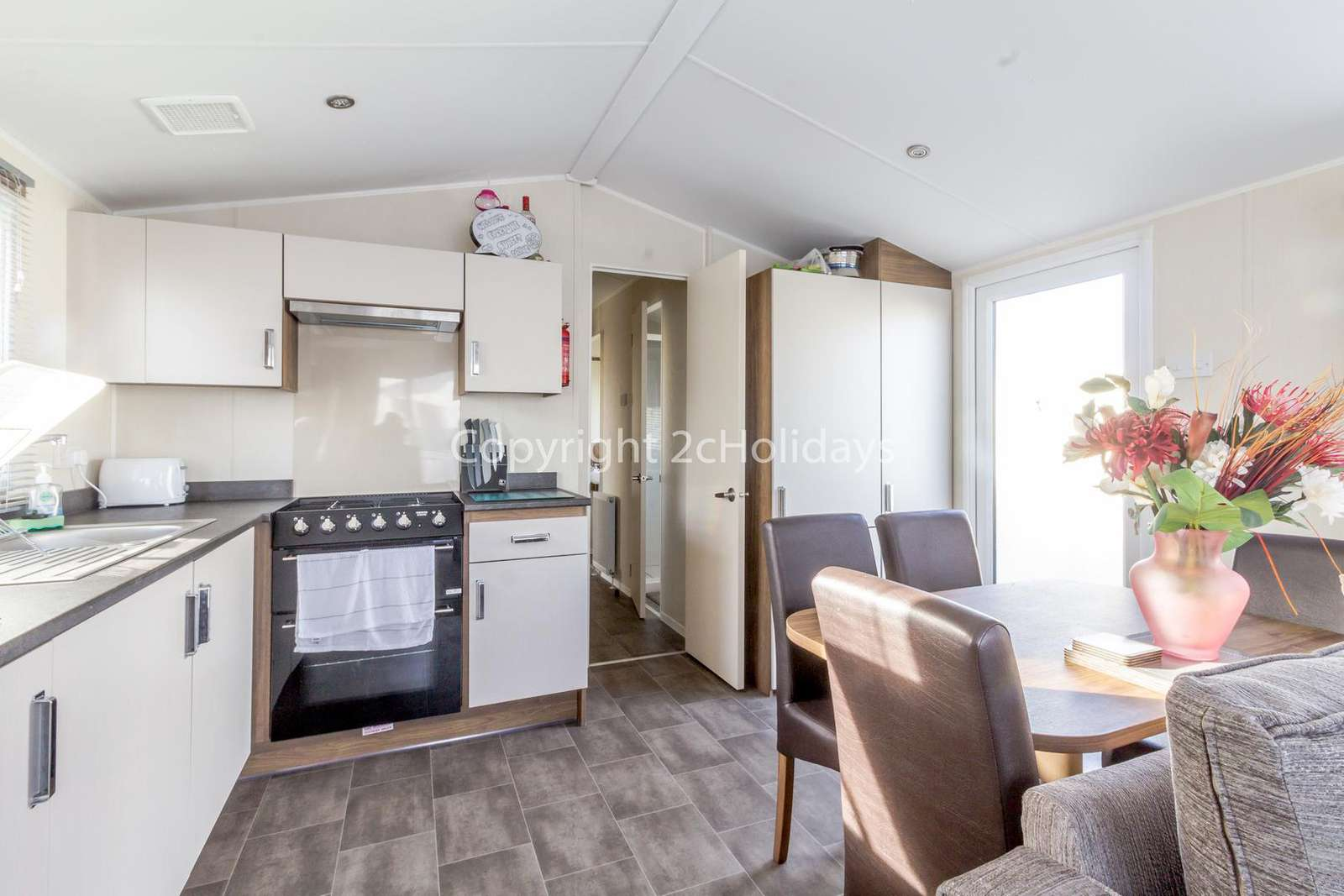 Spacious open plan kitchen/diner