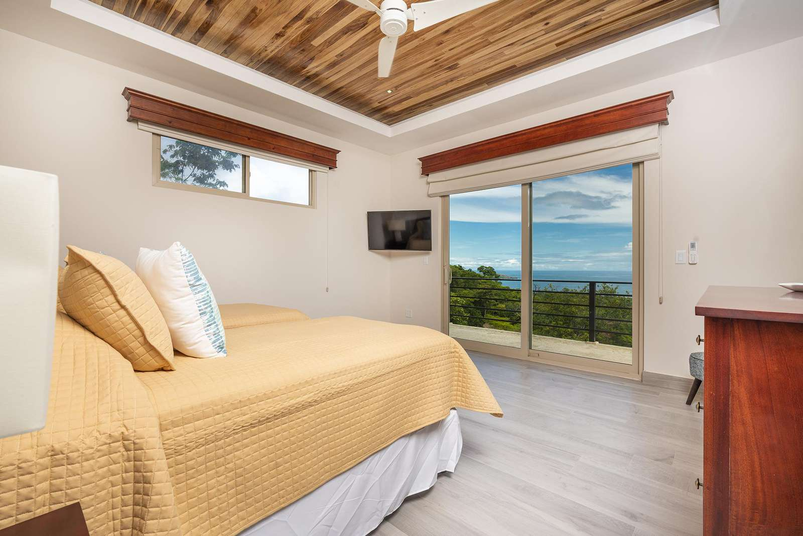 Guest bedroom #4, upstairs, 2 twin beds (can be formed into a king), ocean views