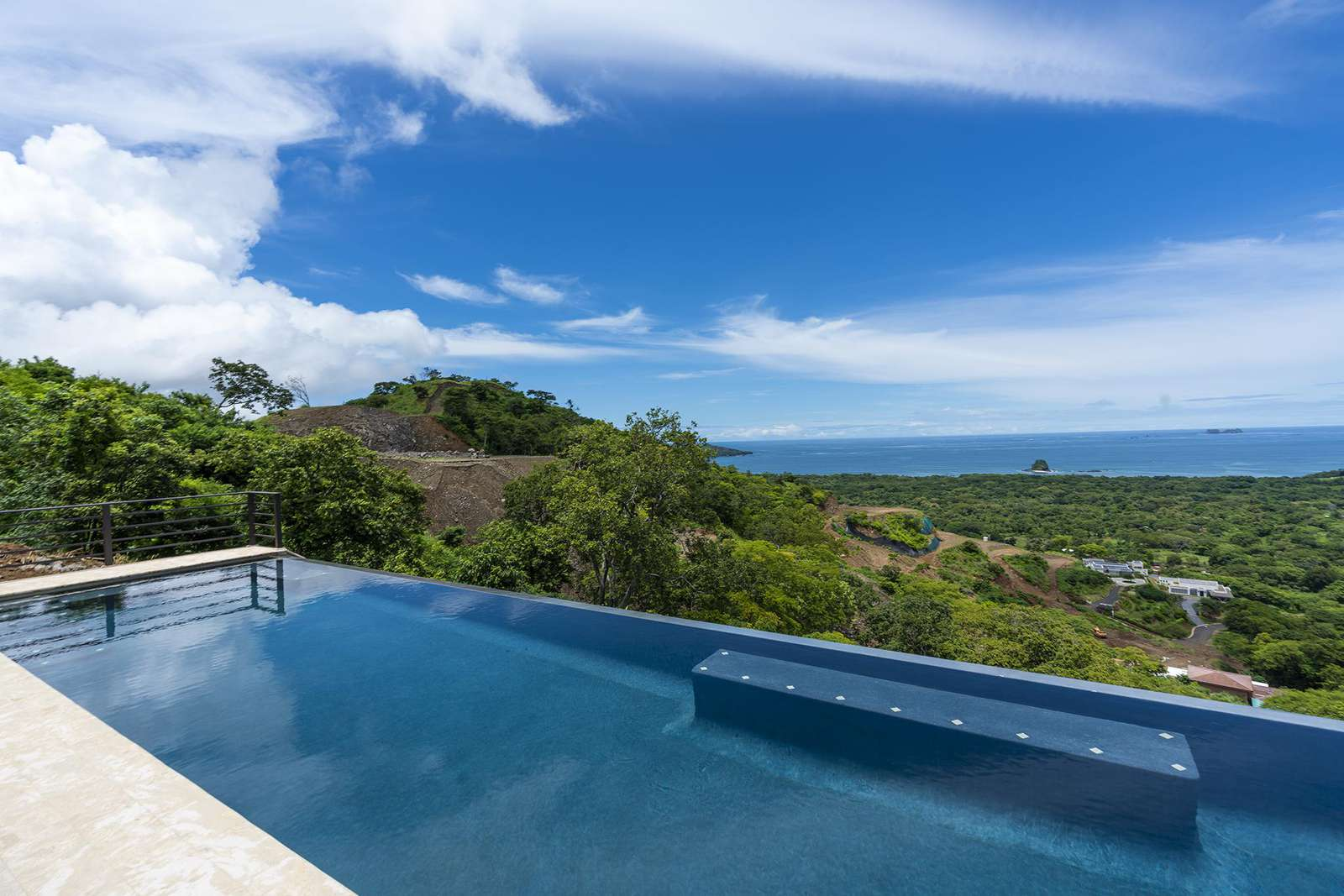 Another view of the amazing infinity edge pool