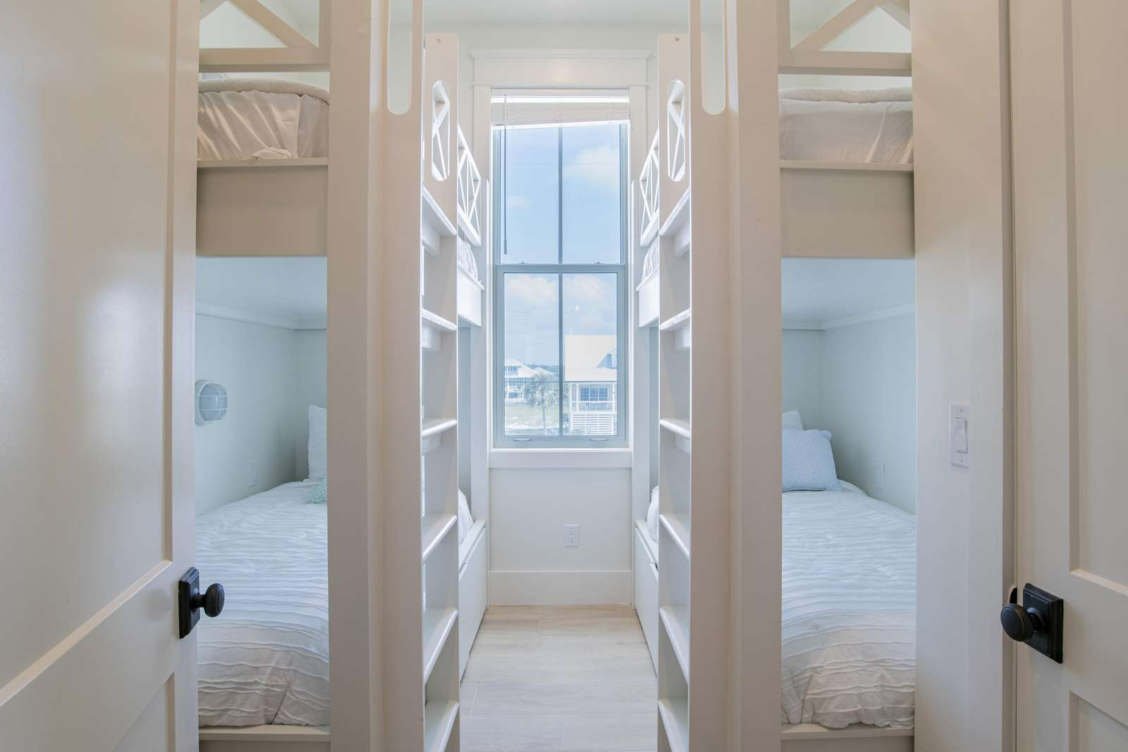 Bunkrooms 3 & 5 are the same ( 2 Sets of twin XL over twin XL Sleeps 4)