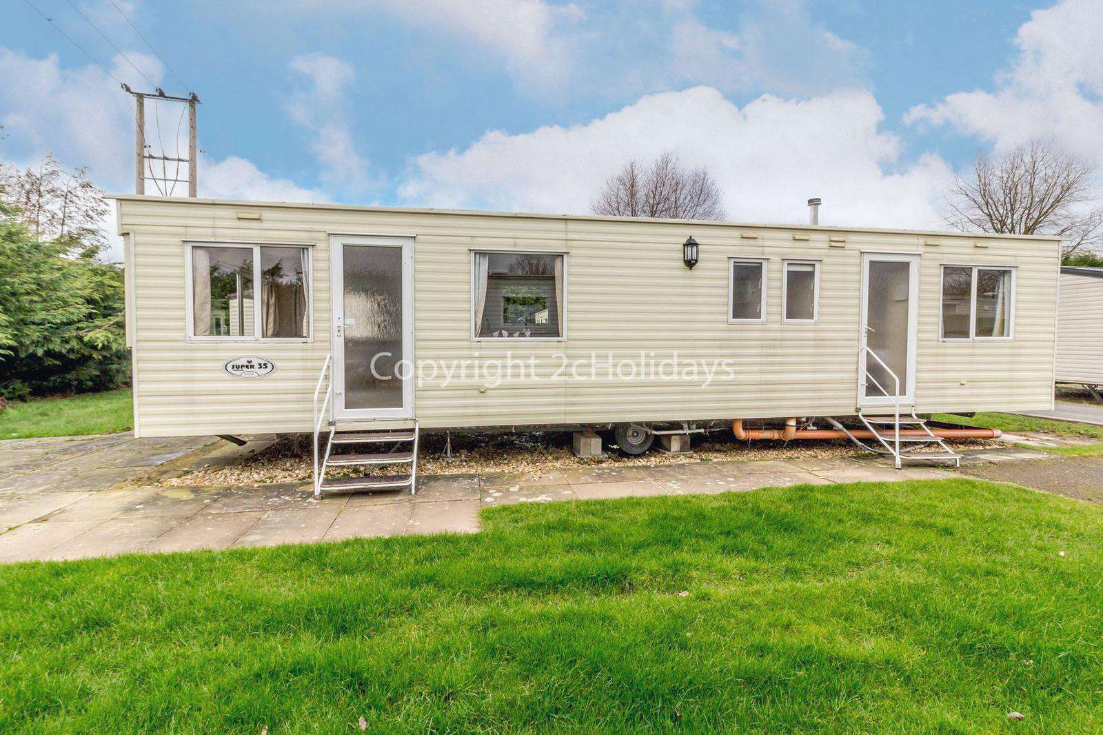 33035E – The Elms area, 3 bed, 8 berth caravan near to amenities. Emerald rated. - property