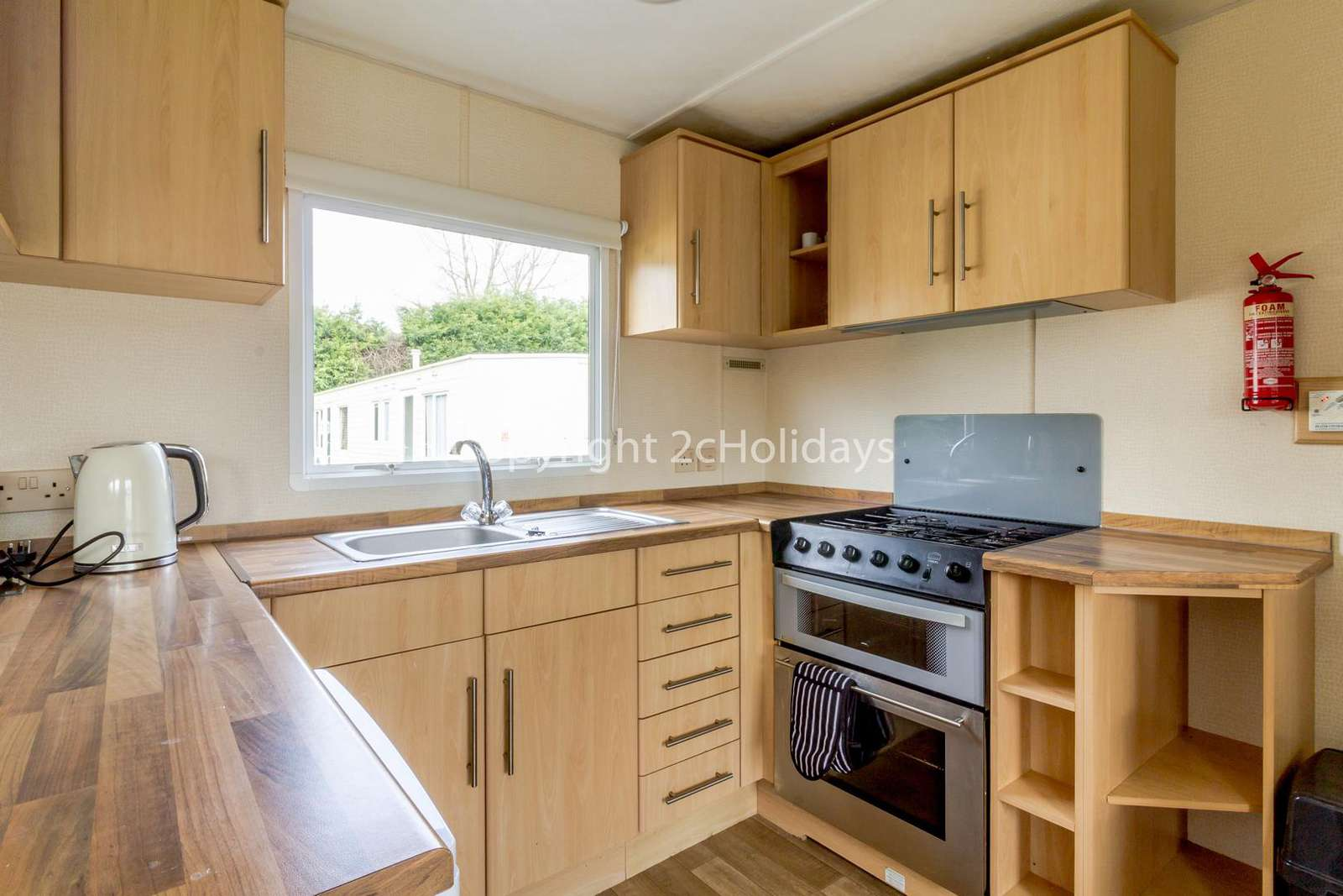 Modern, fully equipped kitchen!