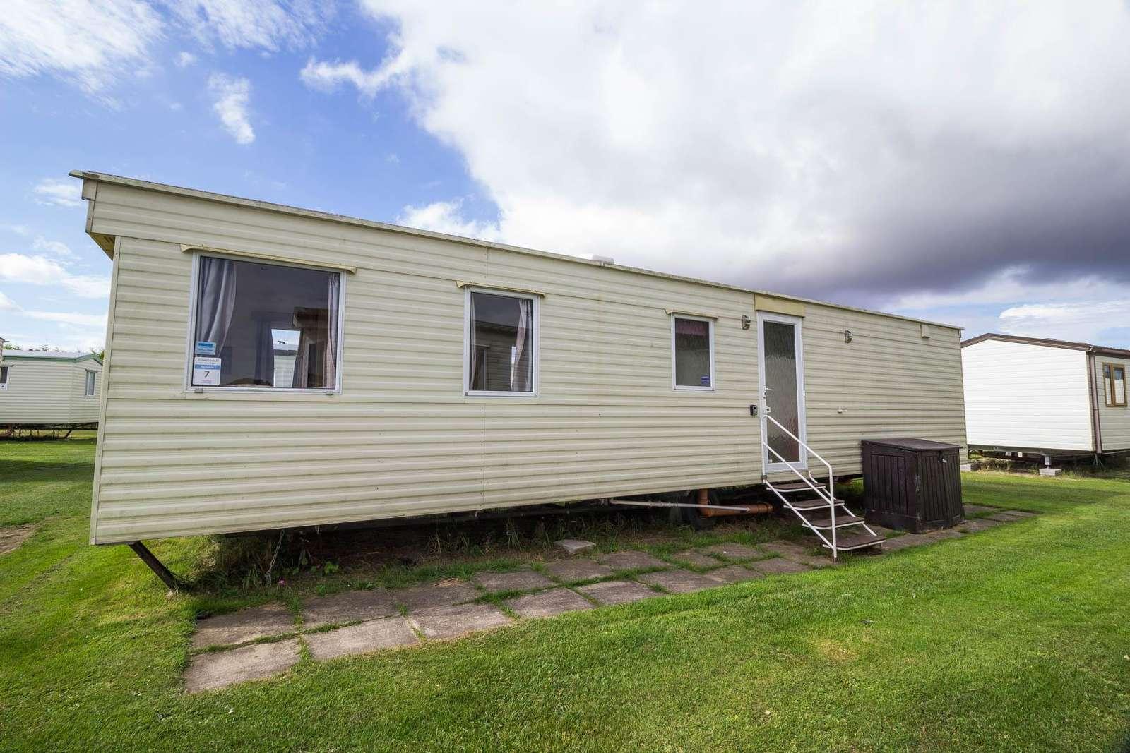 35007S – Sunnydale, 3 bed, 8 berth caravan. Emerald rated. - property