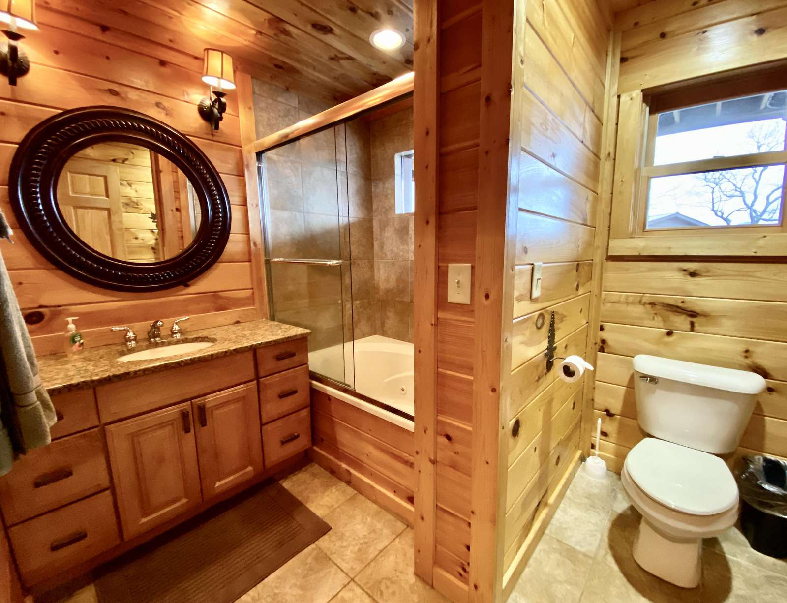 Master ensuite Bathroom offers a Jetted Bathtub - Relax - Enjoy
