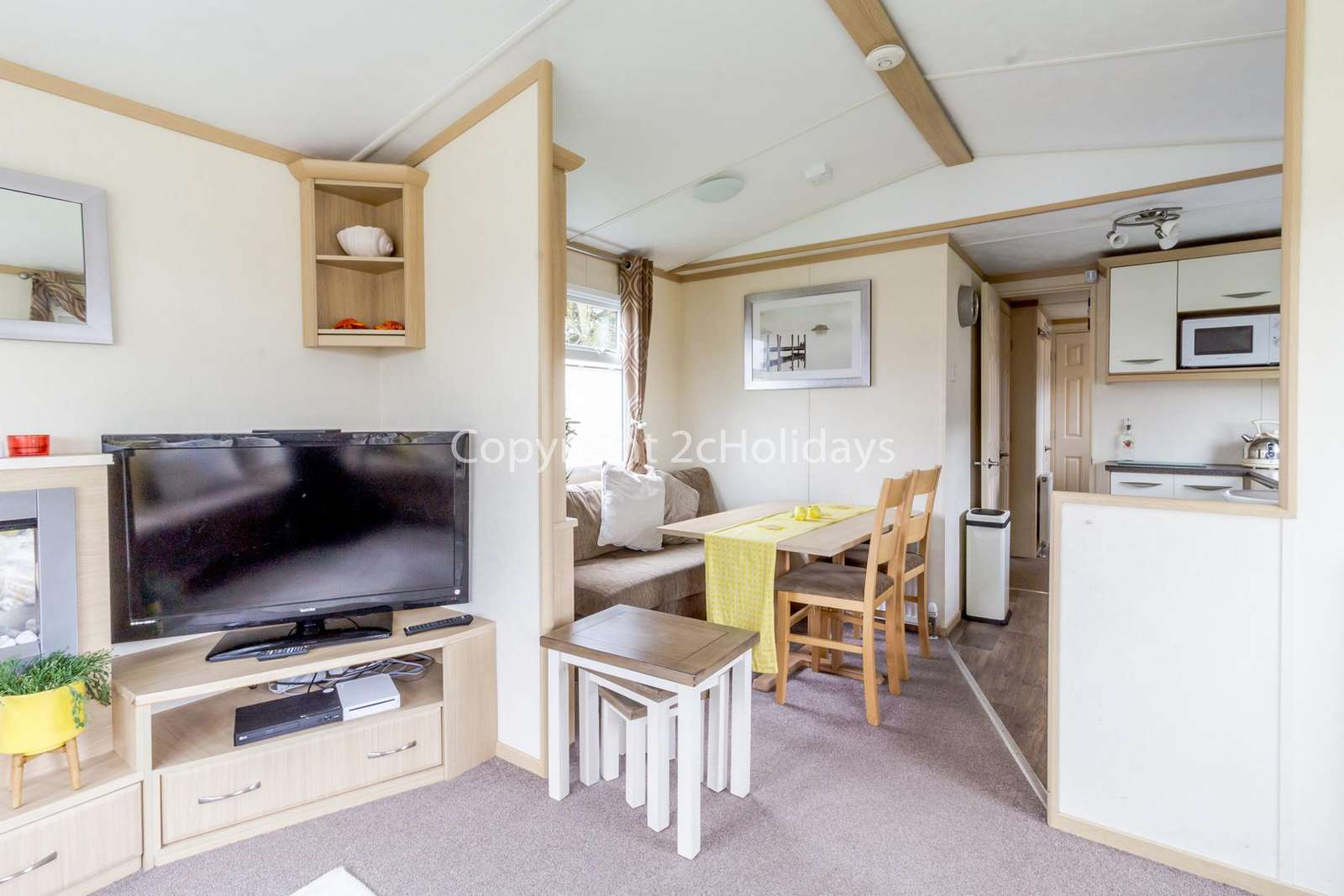 Spacious and open plan living/dining area, great for families!