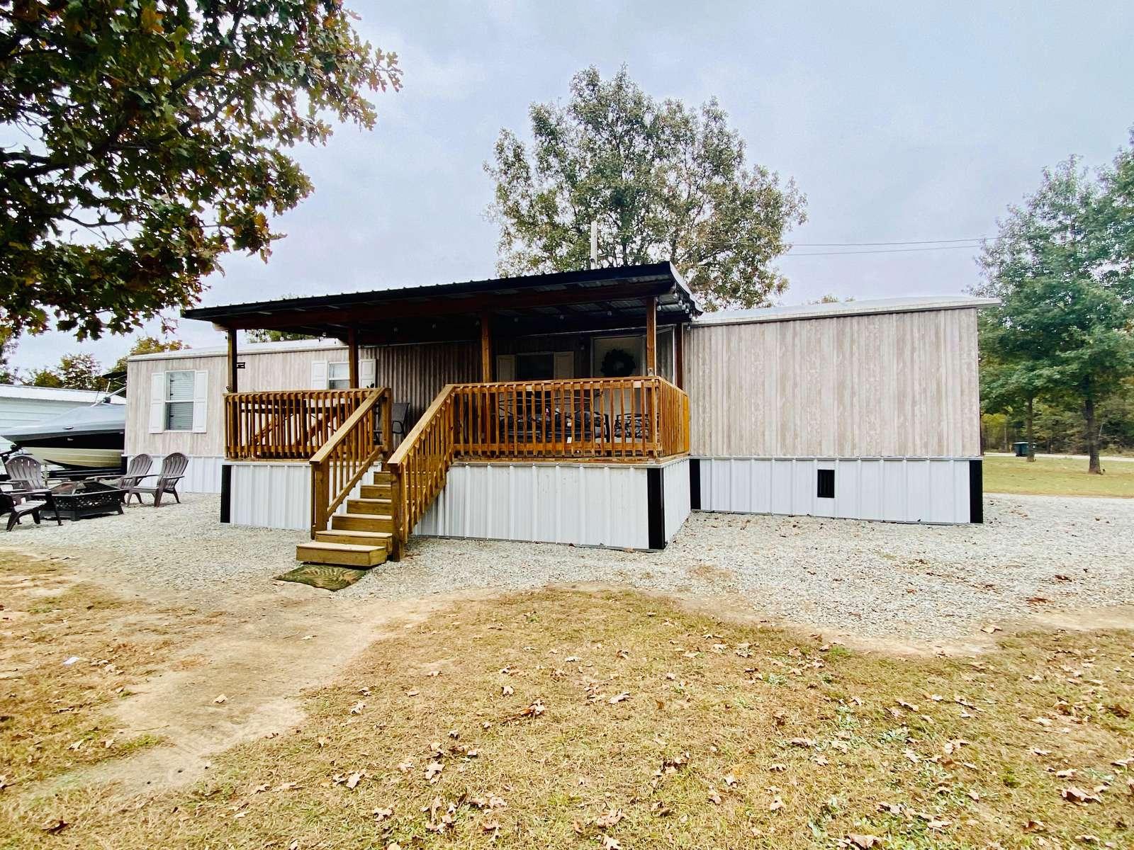 The EnDearing Retreat at Porum Landing - property