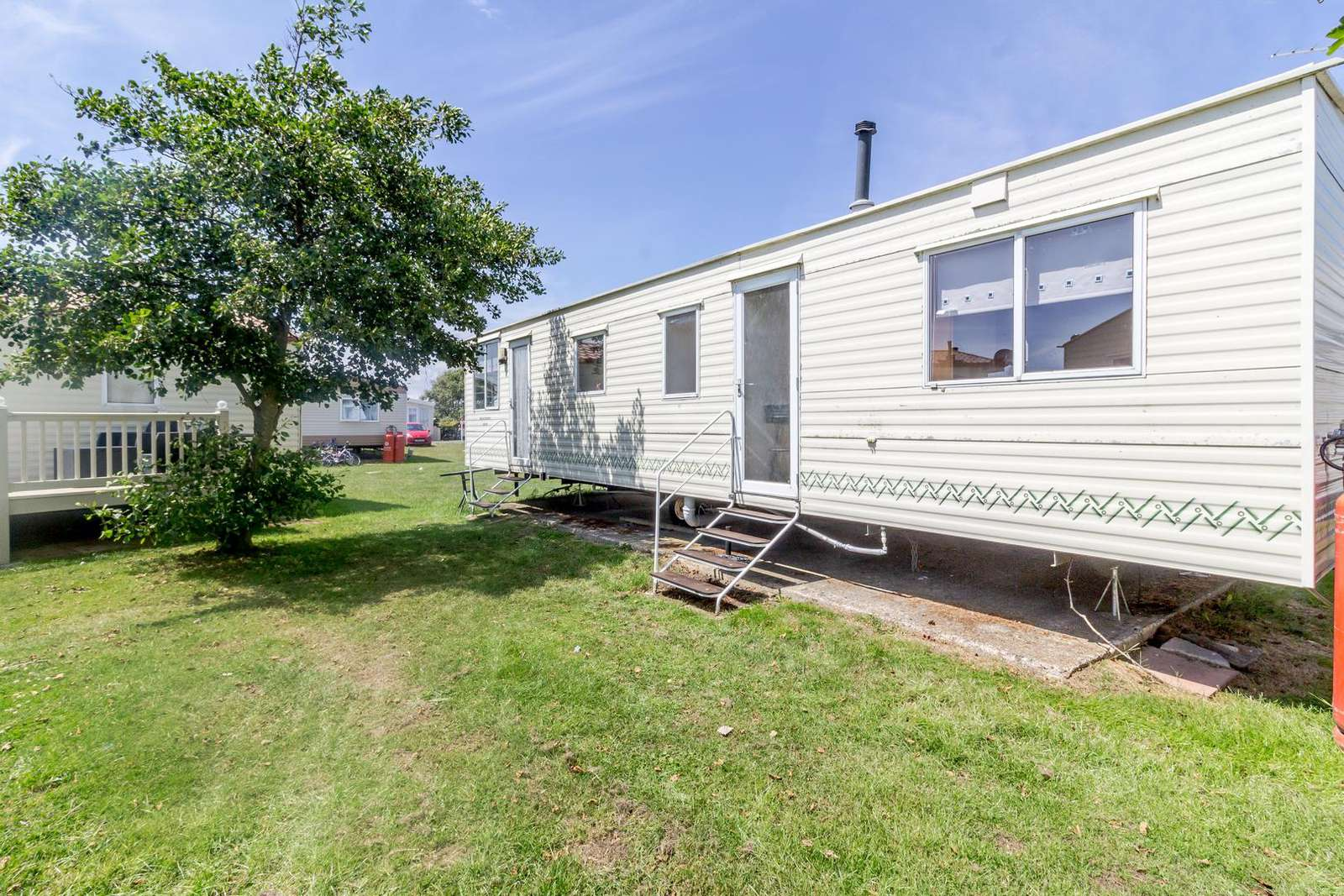 Stunning caravan situated on a great park