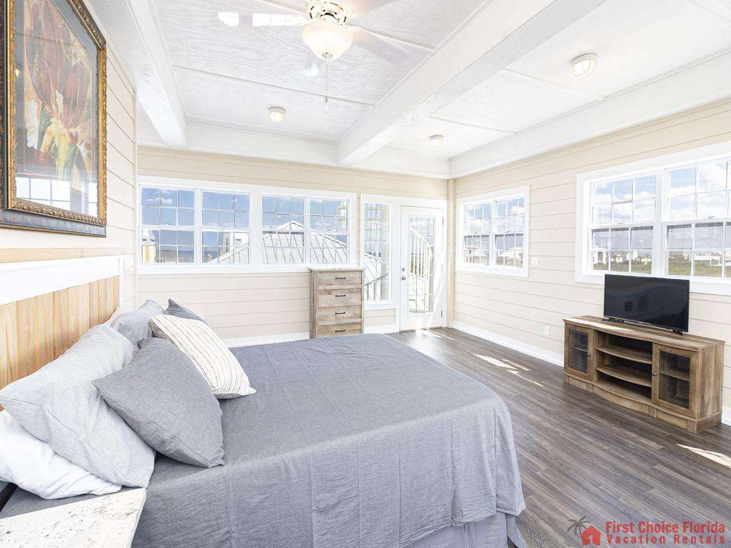 Lighthouse Watch Crows Nest Bedroom Third Floor - TV