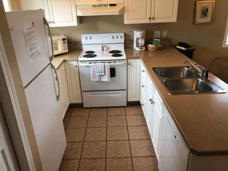 Upper level condo full kitchen