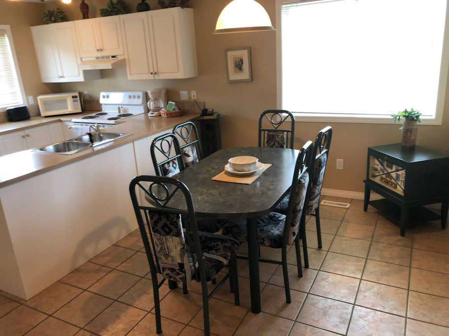 Upper-level condo dining area and kitchen