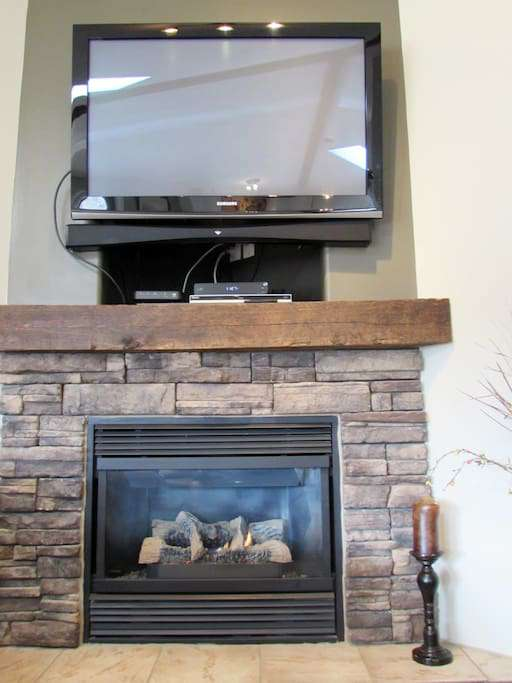 TV and Gas Fireplace
