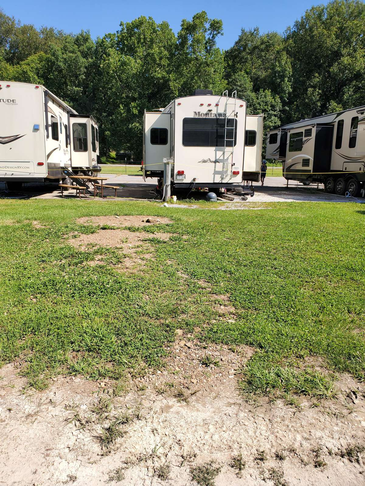 Site #78 (30 amp/grass/tent site) - property