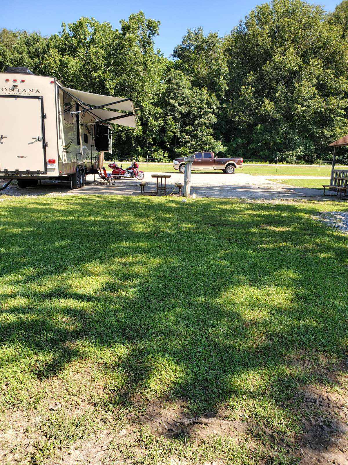 Site #80 (30 amp/grass/tent site) - property