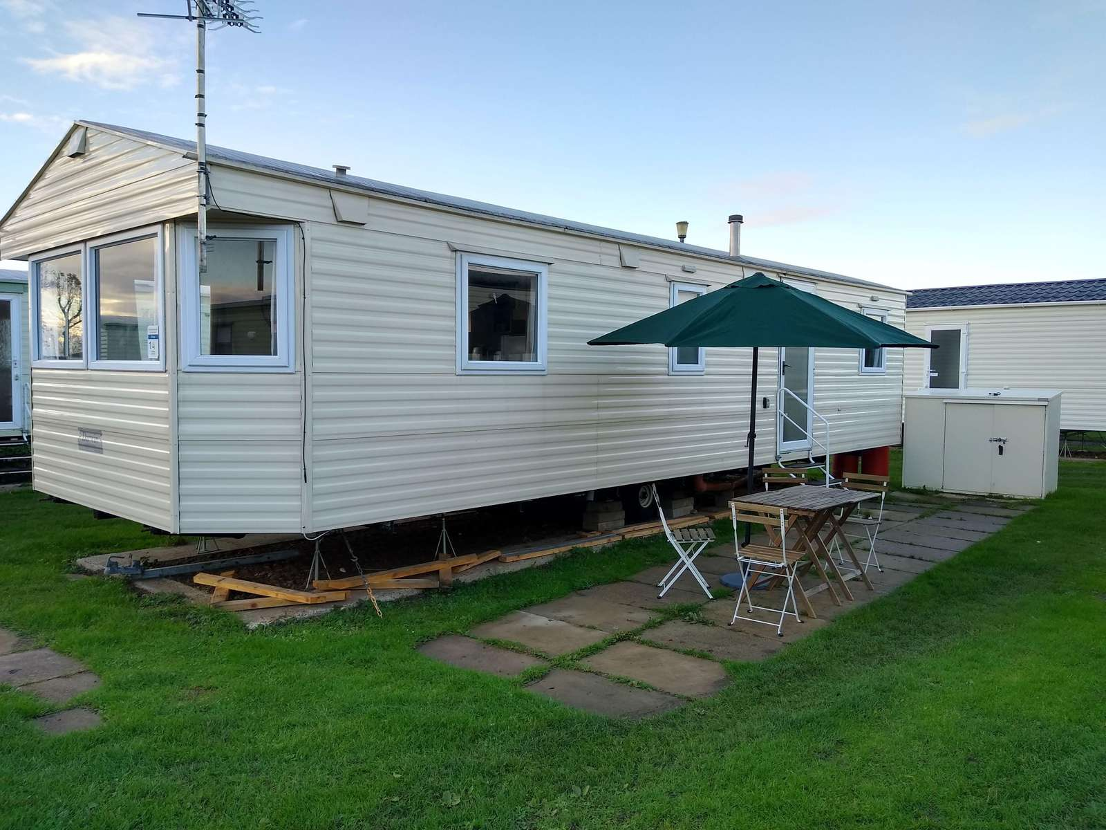 21014E – Elstow area, 3 bed, 8 berth caravan nearby amenities. Emerald rated. - property