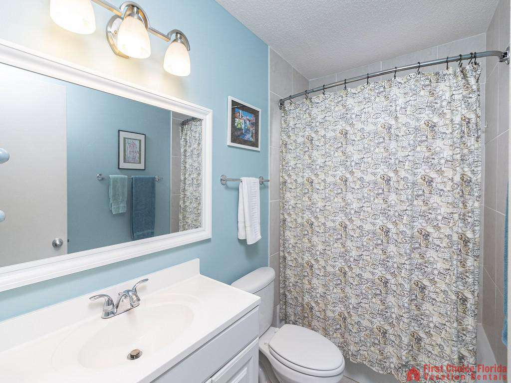 Coastal Cottage B - Second floor Bathroom with Tub/Shower Combo