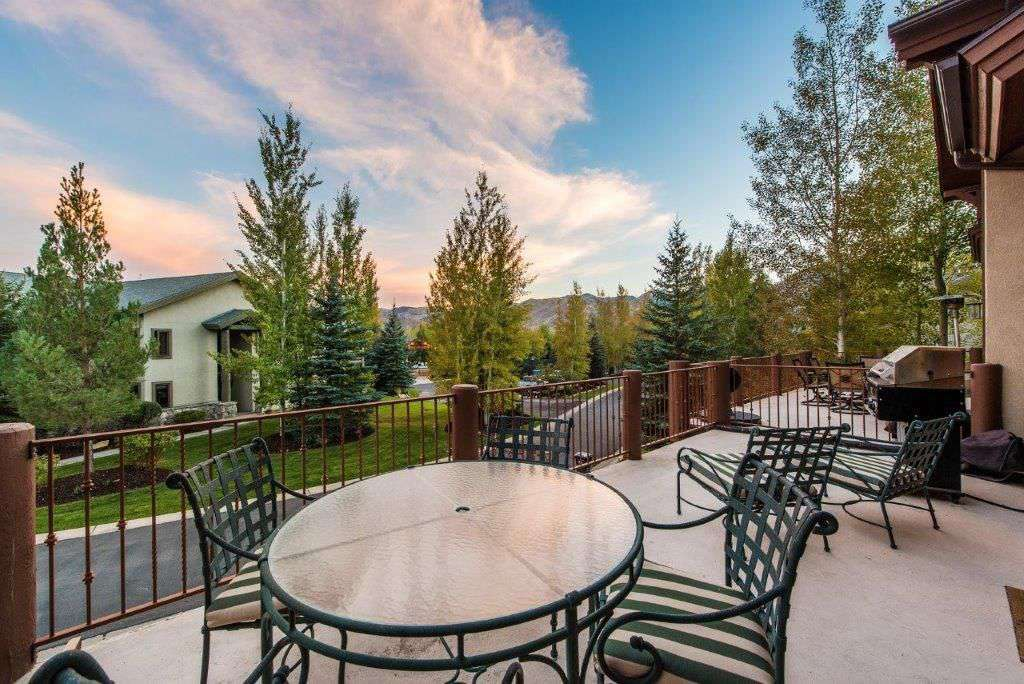 Spacious Deck outside living area for dining and stunning views