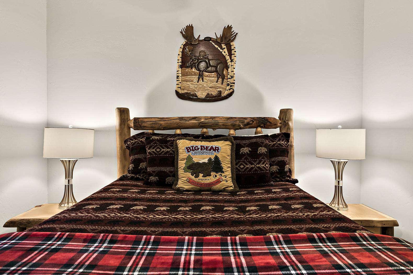 Guest bedroom with comfortable queen bed